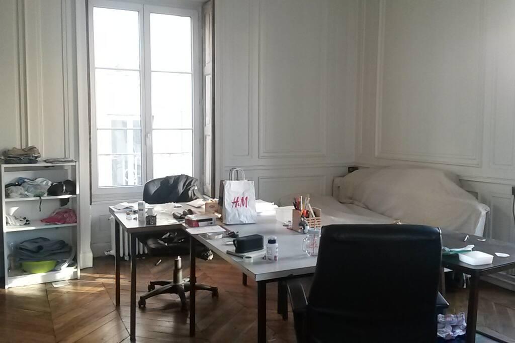 La chambre maîtresse, vue sur la fenêtre ouest