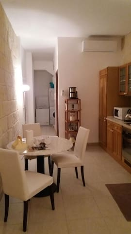 Sliema  Central 2 Bedroom House - Sliema - Hus