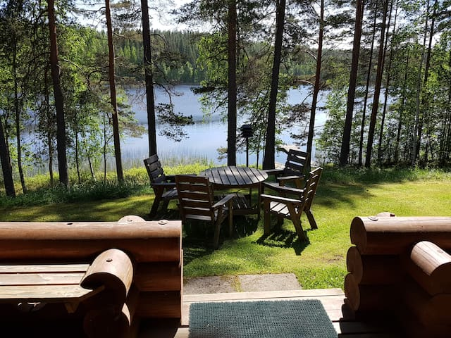Spacious lakeside cottage with excellent amenities