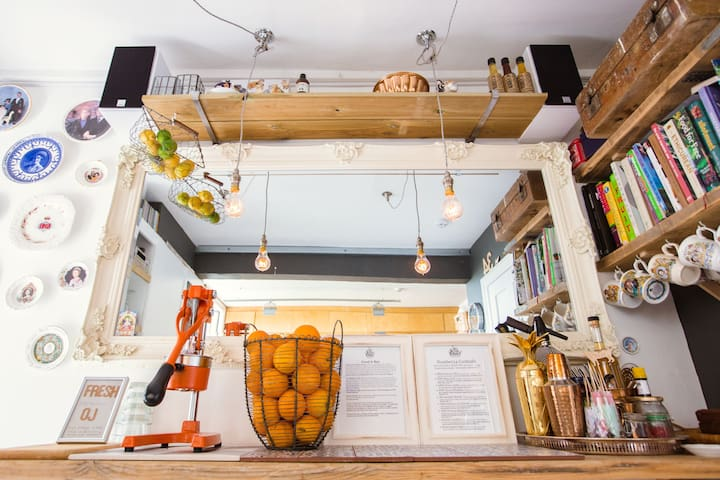 The Kitchen- Fresh OJ!