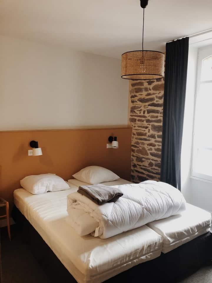 Chambre privative double dans un hostel