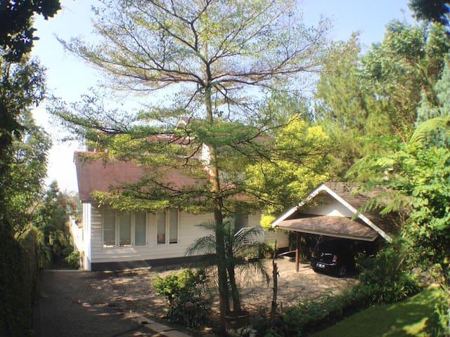 Lavande Room at Villa de Romarin - Bandung - Vila