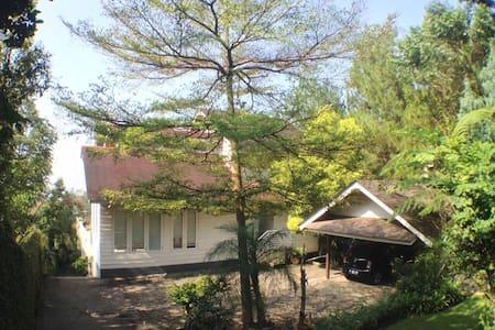Lavande Room at Villa de Romarin - Bandung - Villa