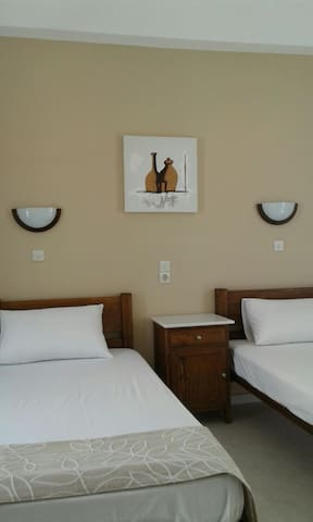 Double room in the heart of Ios.