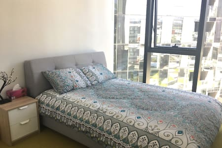 Beautiful one bedroom apartment -Amazing location! - Docklands