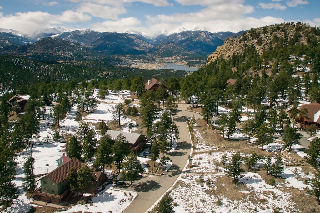 The property of Ravencrest Chalet with views of the Estes Park Valley below.