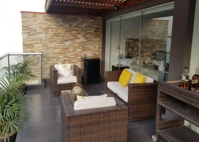 Hermoso departamento con terraza y piscina SURCO