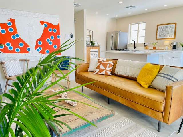 Stylish Two-Bedroom in Walkable Coronado