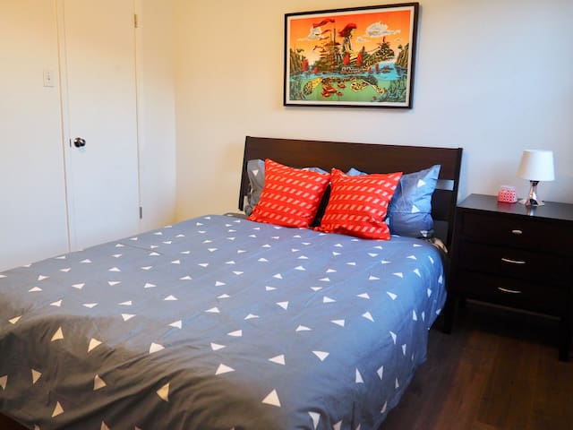 Clean & quiet 2 bedrooms - 1000sqft all amenities