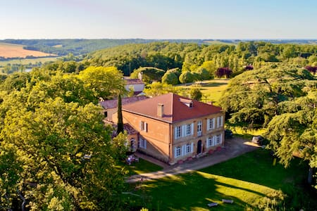 Luxury Chateau: 7bed/7bth, AC + Heated Pool