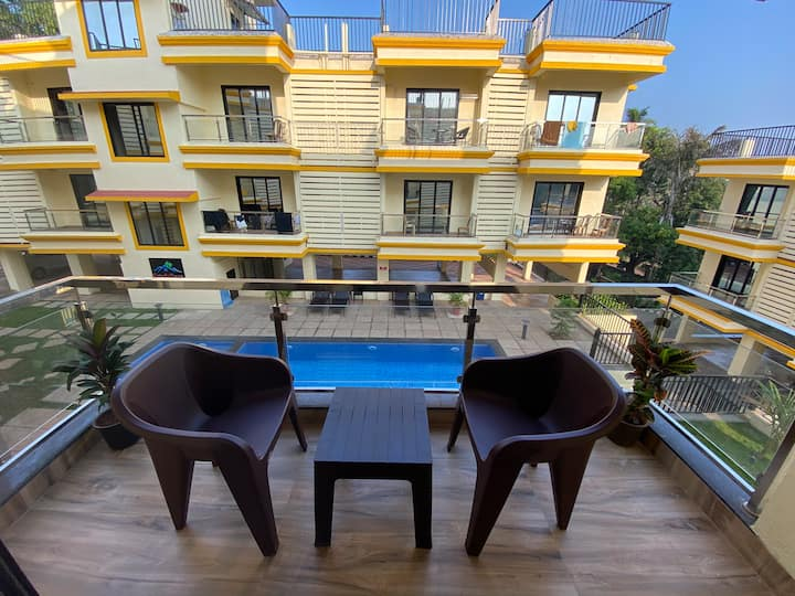 Boutique Studio Apt with balcony & pool- North Goa
