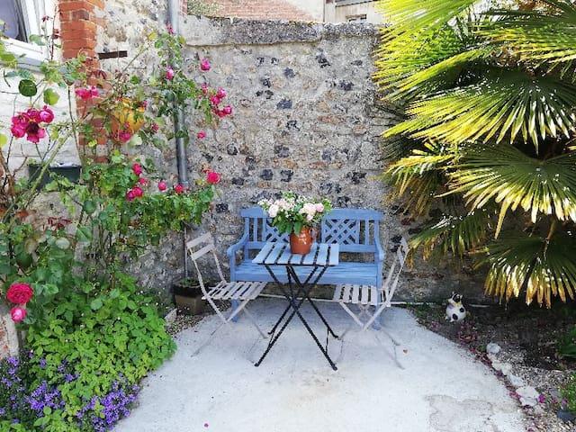 Cap sur Honfleur avec coin jardin et Parking privé