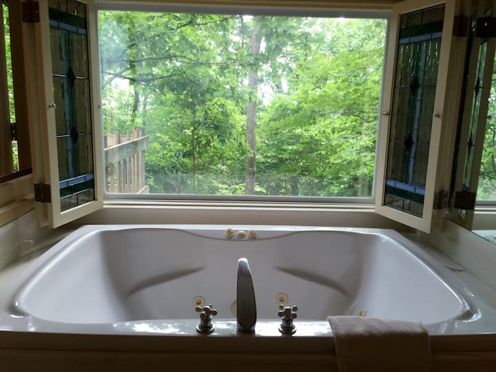Ozark Spring Cabins Firefly Glow #4, King Bed, Giant Spa Tub, Kitchen, Secluded, Private Deck W/View