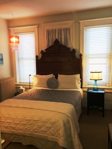 Mt. Pleasant Shabby Chic BnB #2  Close-in DC!