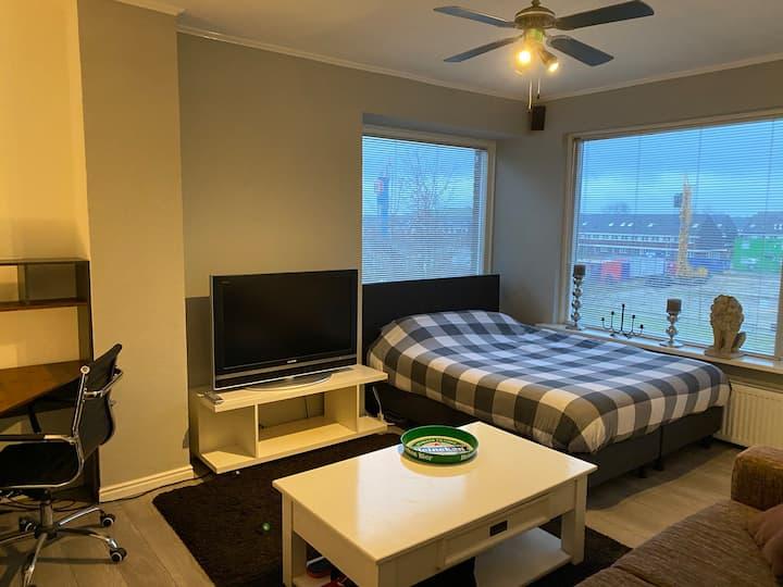 Mooie slaapkamer tussen Amsterdam en Utrecht in