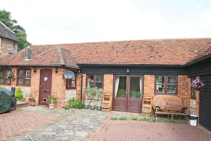 Unique Horse Farm Annexe for Roald Dahl Experience - Buckinghamshire - Hus