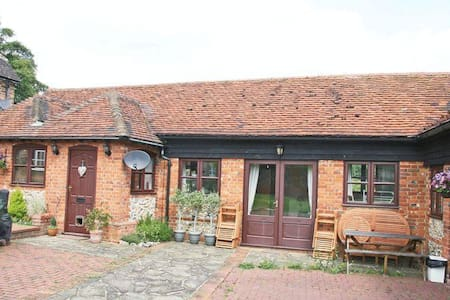 Unique Horse Farm Annexe for Roald Dahl Experience - Buckinghamshire - Huis