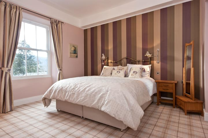 Bowness Bay Suites (Rydal Suite) - Bowness-on-Windermere - ที่พักพร้อมอาหารเช้า