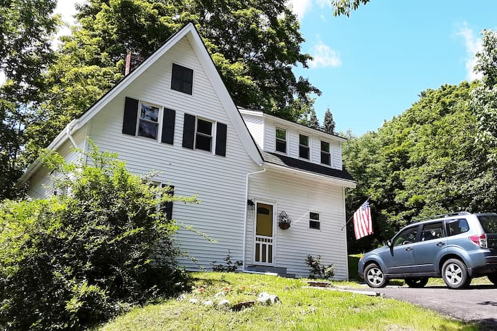 Beautiful 3 BR cottage with modern amenities