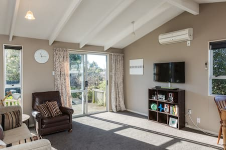 Lovely house by the park - Free wifi & Parking - Dunedin