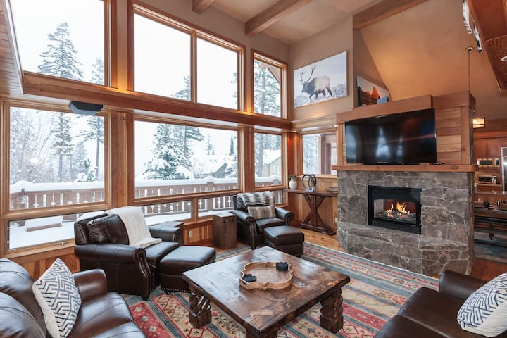 Relax and unwind in the living room while enjoying the fire, TV and picture windows with views of the ski runs