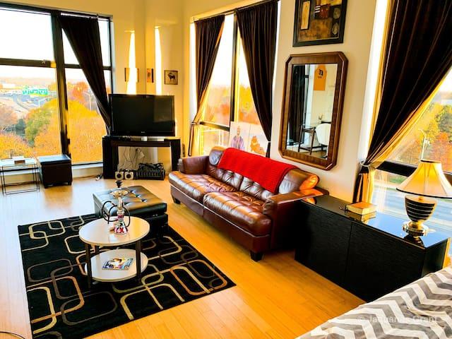 Uptown Charlotte Studio Condominium 1 mile from EC
