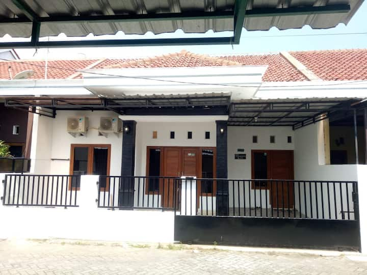 Louise Huis Yogyakarta