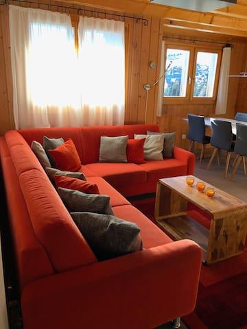 3 1/2 Zimmer Ferienwohnung Chalet Guxa