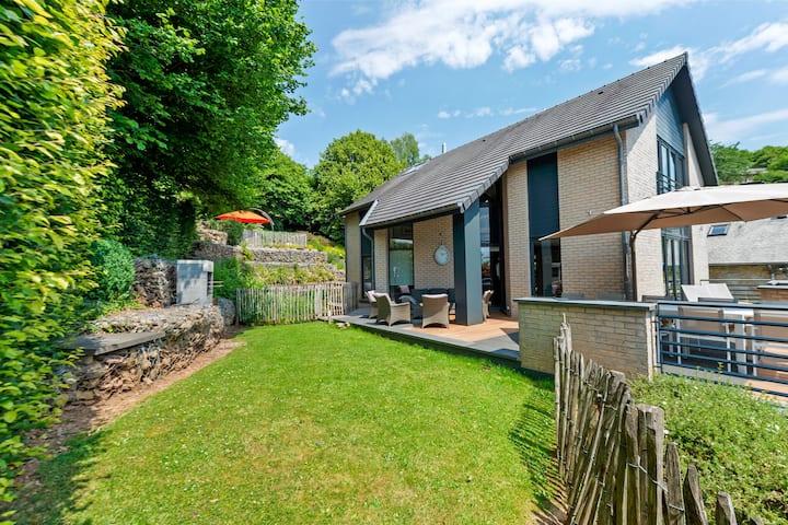Acogedora casa de vacaciones en Malmedy con sauna y jacuzzi