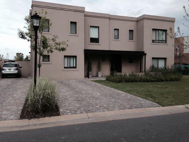 Casa Barrio El Encuentro - General Pacheco - 獨棟