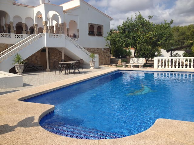 Villa in Alfaz del Pi with large garden and pool