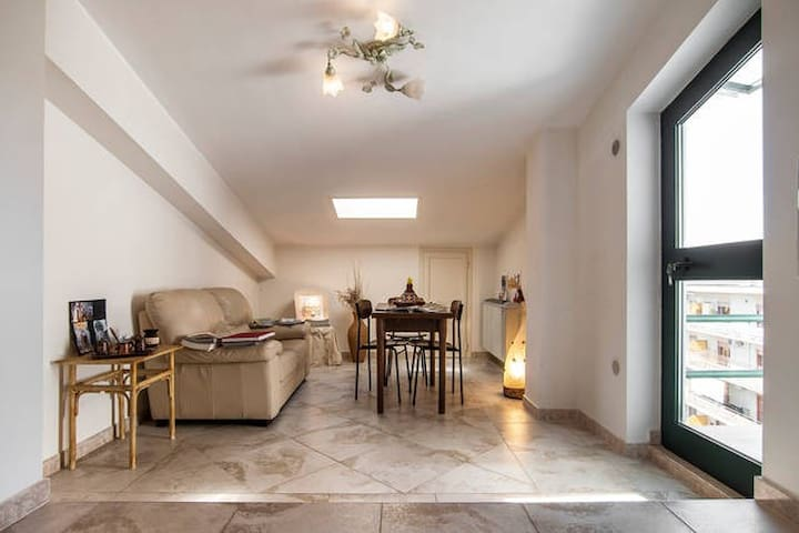 Cosy and homy apartment with open view terrace - Cassino