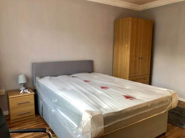 Big, Double Bed, Clean Room for 15£ per night