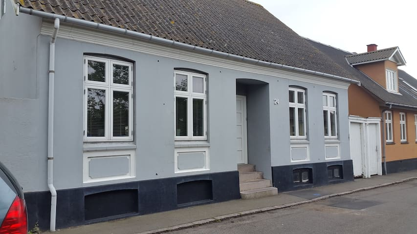 Hyggeligt byhus i Hasle - Hasle - House