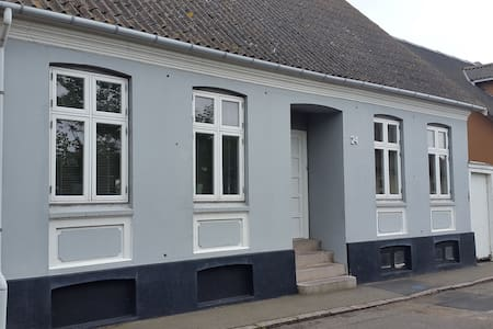 Hyggeligt byhus i Hasle - Maison