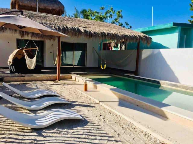 Ohana, Beautiful Beach House, Pool + Palapa + Wifi