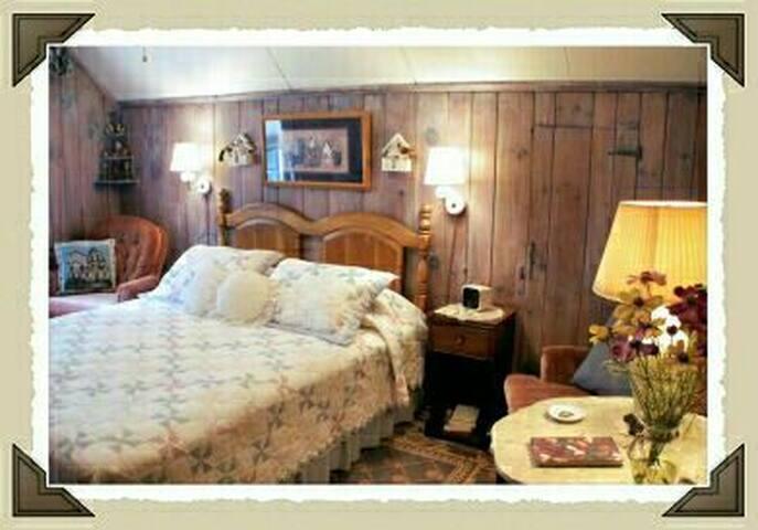 Minnie's Cozy Corner with ensuite bath
