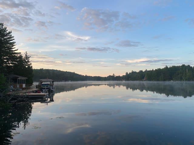 Red Oar Cottage waterfront on Little Fairbank Lake