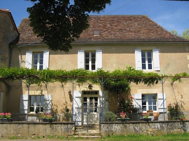 Maison de charme en Périgord vert - Saint-Félix-de-Villadeix - Casa