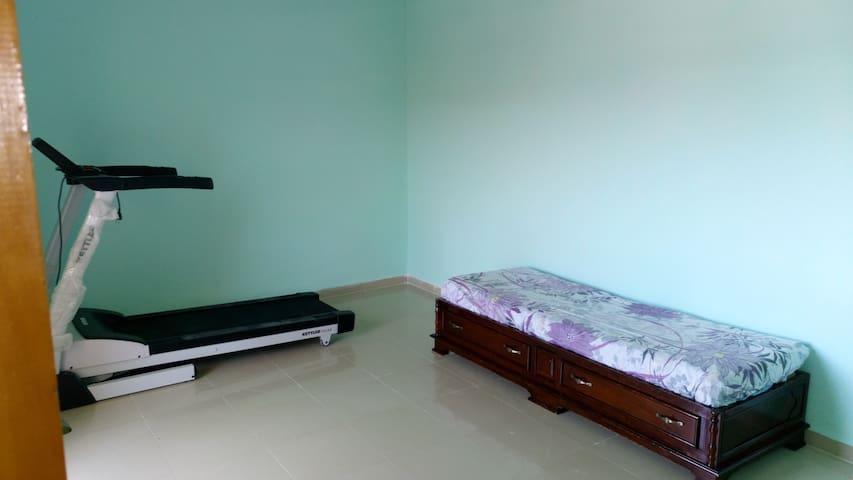 Chambre de 15 m2 avec tapis pour garder la forme...