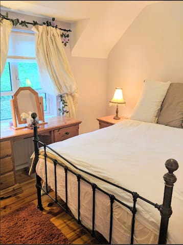 Double Room in Lovely Country House
