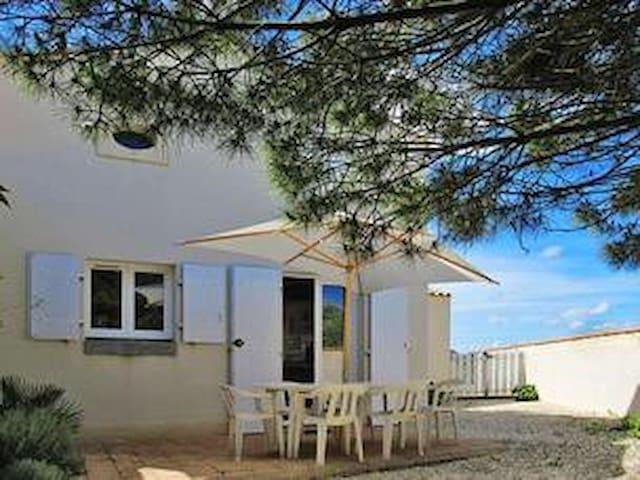 """Maison Oléron""""La Cotinière""""5/6 pers 700m de la mer"""