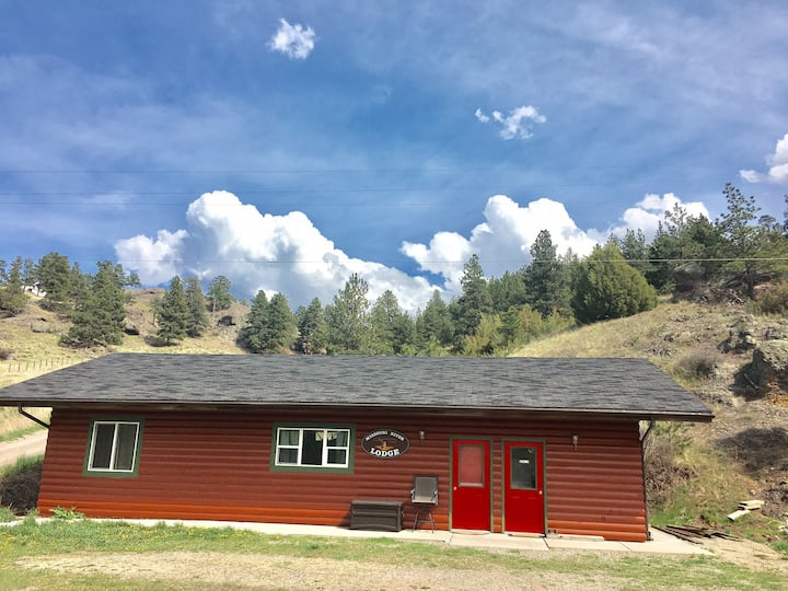 Bunkhouse by the River in Craig Montana