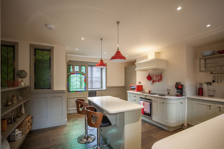 Beautiful 4 Bedroom House in Town Centre