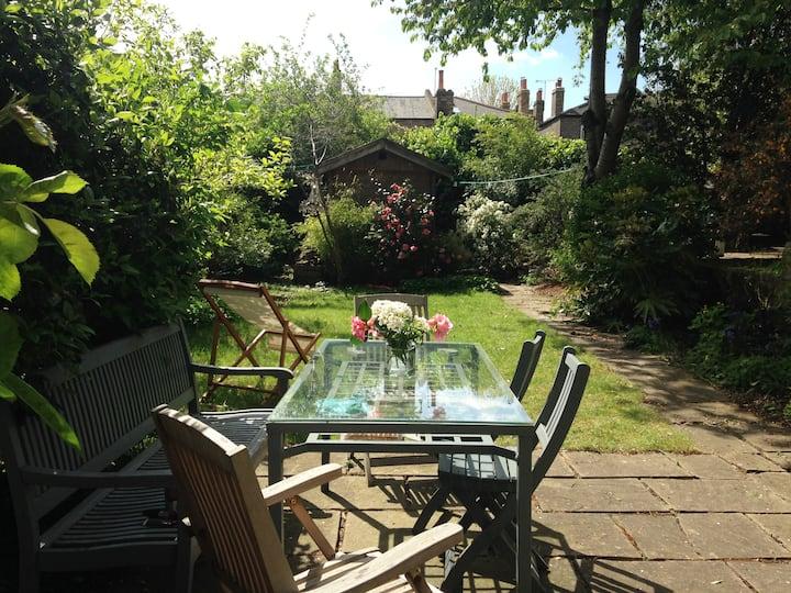 Exceptional garden maisonette E8