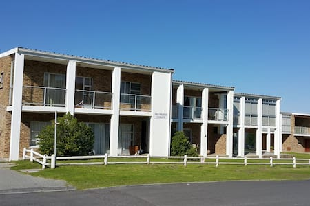 Double storey apartment 2 minutes from the beach. - Cape Town