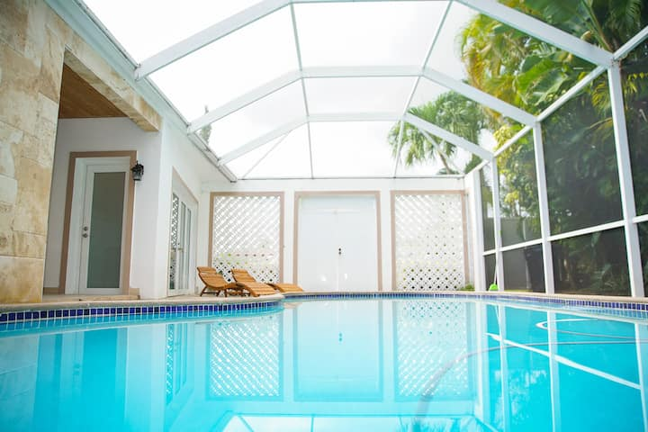 Villa JAYA  with an amazing pool, Miami Beach