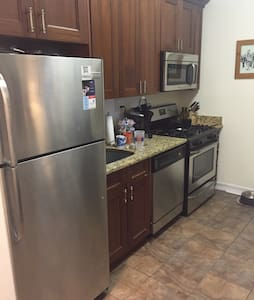Sunny, huge bdrm next to the park - New York - Apartmen