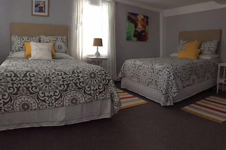 The Quirky Cow Room - Cedarhillfarmbnb - Szoba reggelivel