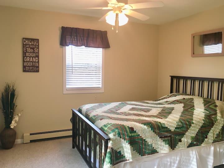Pretty & Peaceful Room in a Beautiful Home